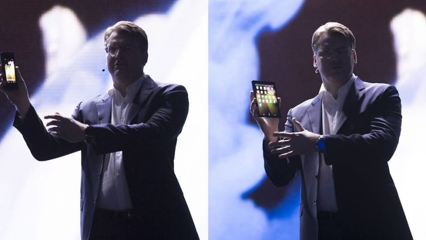 Samsung folding screen lets smartphone open into tablet