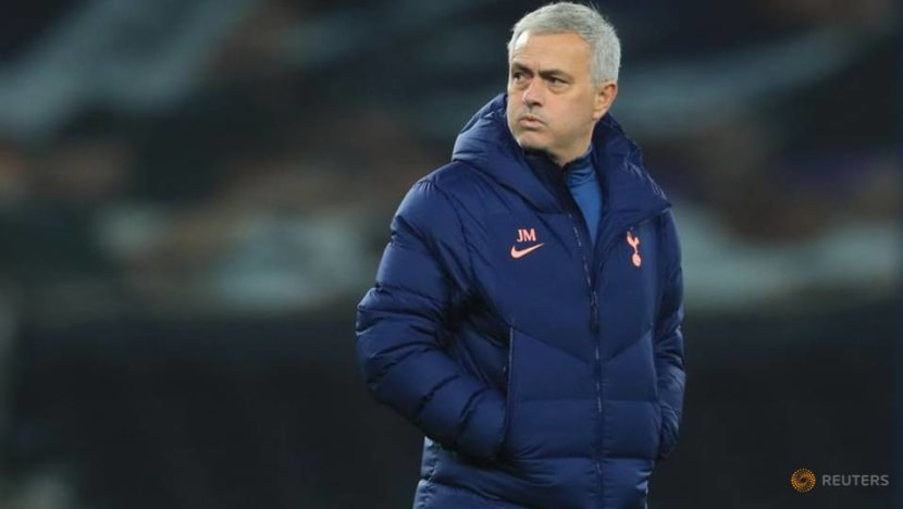 Soccer-We don't feel individual criticism, Mourinho says in support of Bergwijn