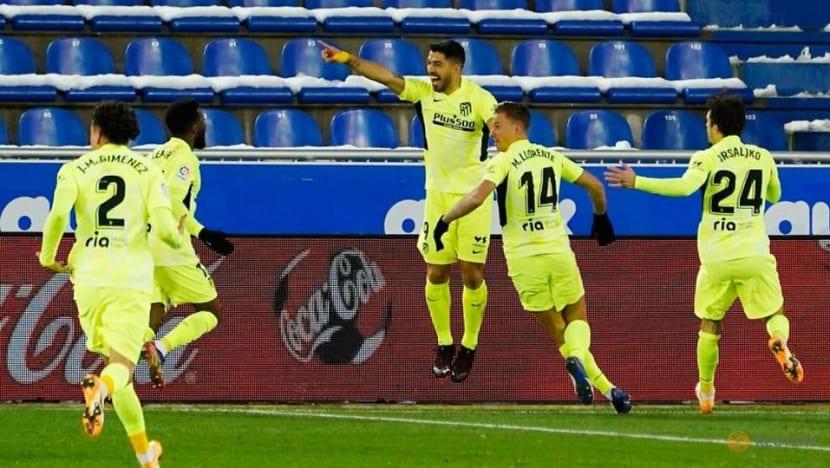 Football: Suarez sinks Alaves to take Atletico top in La Liga