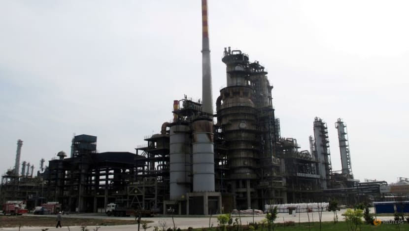 China announces first public state oil auction to stabilise prices