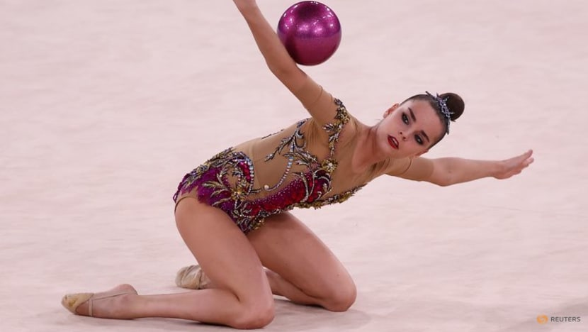 Olympics-Rhythmic Gymnastics-Russian Averina twins qualify on top ahead of finals