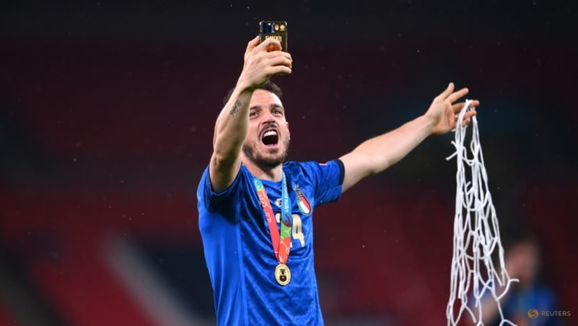AC Milan sign Italy's Florenzi on loan from Roma
