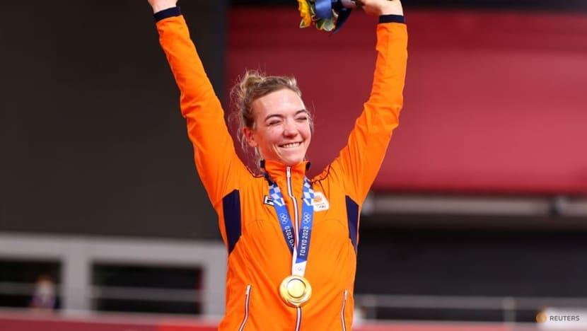 Olympics-Cycling-Heart attack survivor Braspennincx claims dream keirin gold