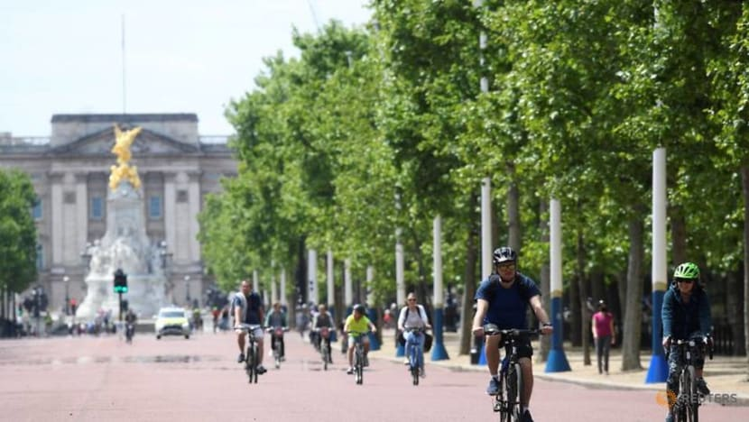 Commentary: People love walking and cycling. So why aren't more ditching their cars?