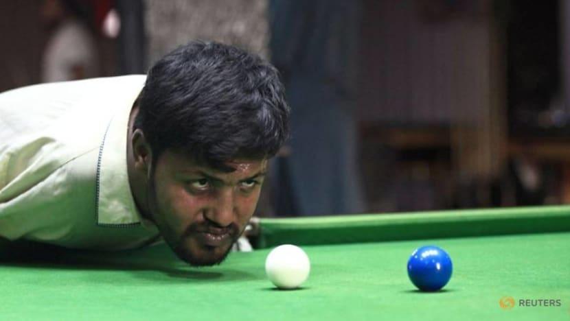 Born without arms, plenty of moxie, Pakistani man masters snooker