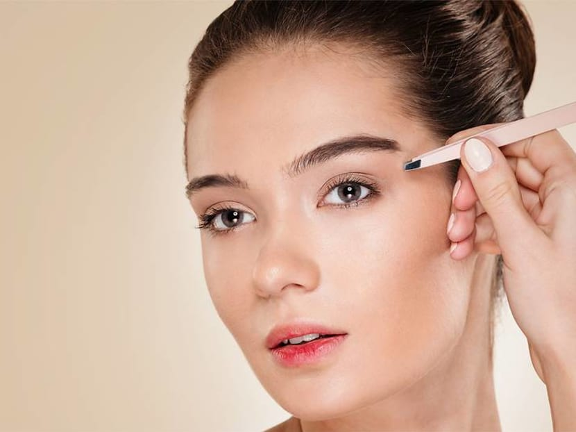 How to groom your eyebrows like a pro when you're at home