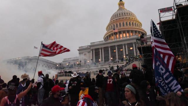 特朗普支持者闯入国会大厦 参众两院联席会议中断