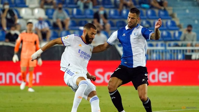 Soccer-Benzema double helps Real to winning start at Alaves
