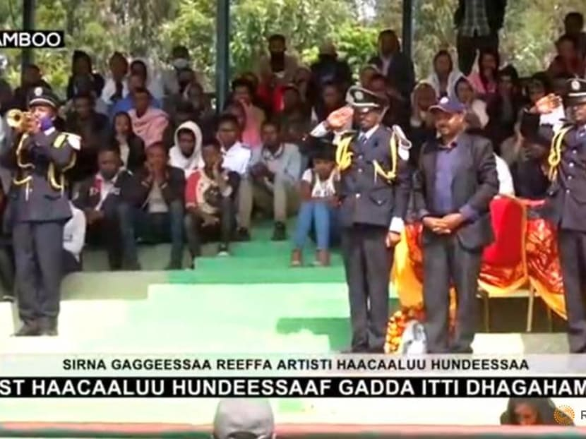 Two killed in clashes as mourners struggle to get into Ethiopian singer's funeral