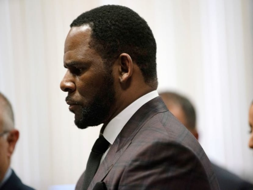 R. Kelly decides not to testify in sex trafficking trial