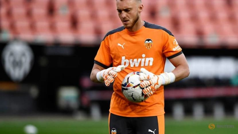 Soccer-First choice Dutch keeper tests positive for COVID-19 ahead of Euros