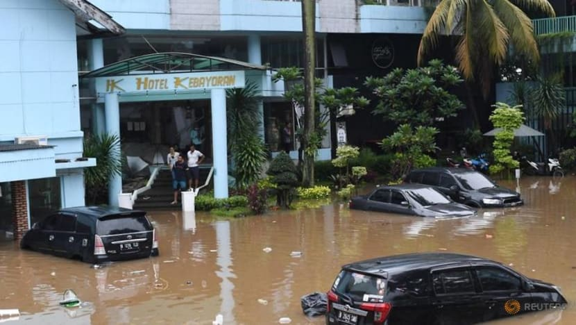 Jakarta slammed by monsoon floods, more than 1,000 forced to evacuate