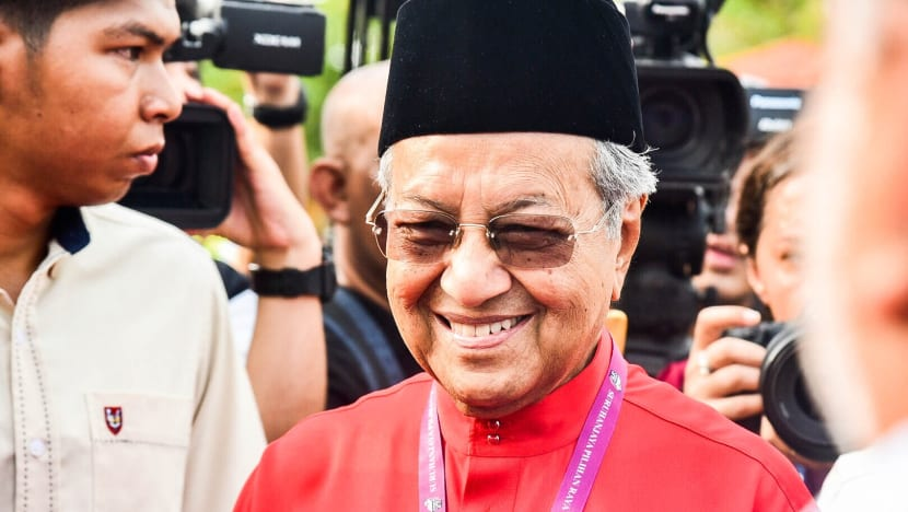 Mahathir rides red tide into Langkawi hoping nostalgia will trump ruling party