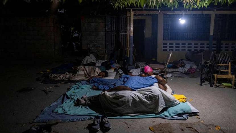 Aid trickles in as Haitians struggle to count lives lost in quake