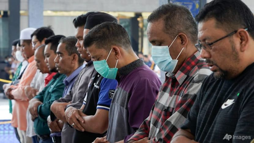 Malaysia reports 125 new COVID-19 cases; mosques in two states to suspend gatherings