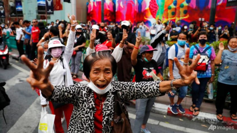 Protesters return to Bangkok streets to pressure PM