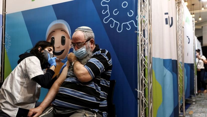Israel extends COVID-19 vaccine boosters to people over 40, teachers