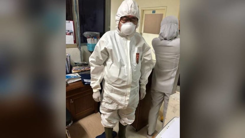 The 79-year-old Indonesian doctor on the frontline of COVID-19 pandemic
