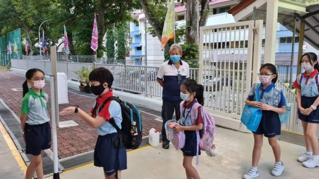 小学和特殊教育学校 小六离校考试期居家学习期延长一天