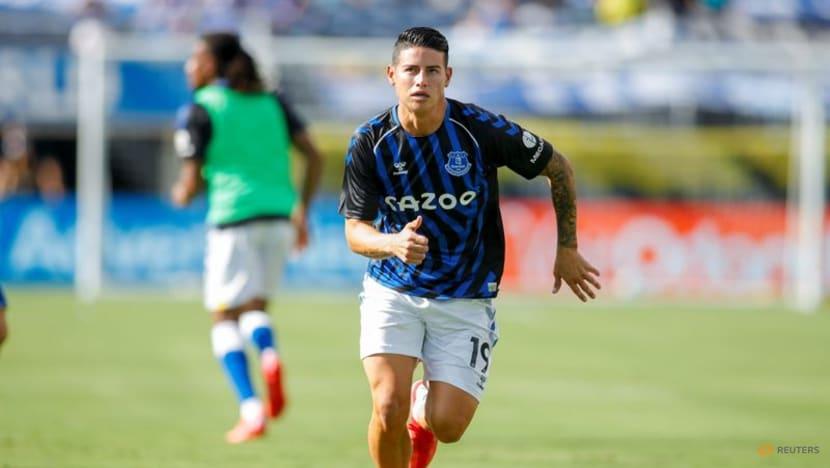 Soccer-Benitez casts doubts on Rodriguez's Everton future