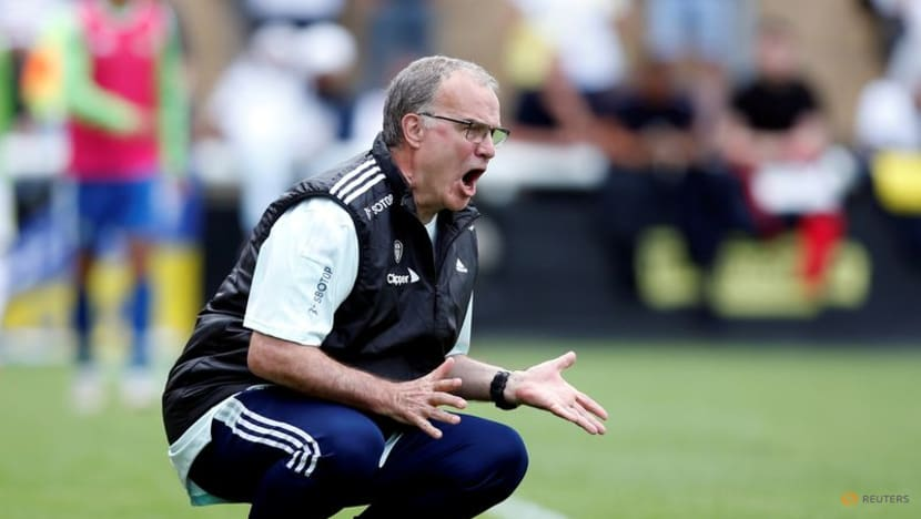 Football: Leeds manager Bielsa signs contract extension