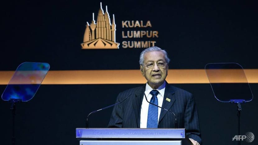 Muslim nations must be strong to resist foreign interference: Mahathir