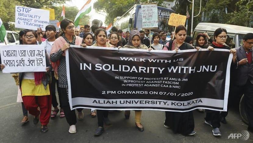 Dozen hurt in fresh Indian student clashes