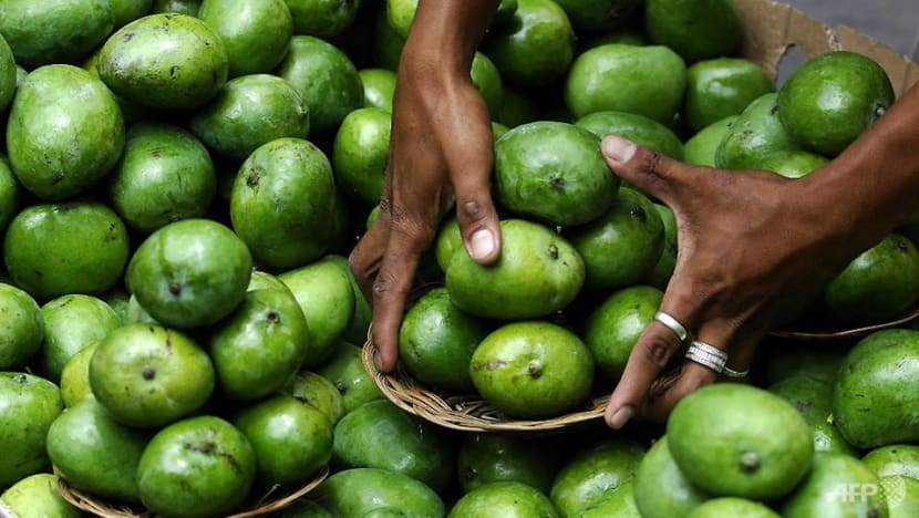 The Philippines faces a 2 million kg oversupply of mangoes. What does it plan to do?