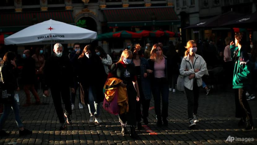 Brussels bars and cafes to close as COVID-19 cases resurge