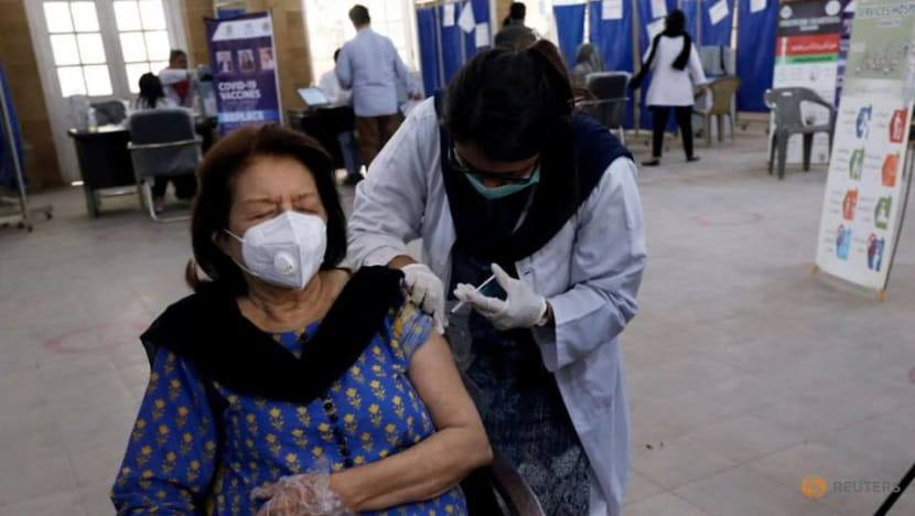 Pakistan receives 500,000 COVID-19 vaccine doses from China, doubling available supply