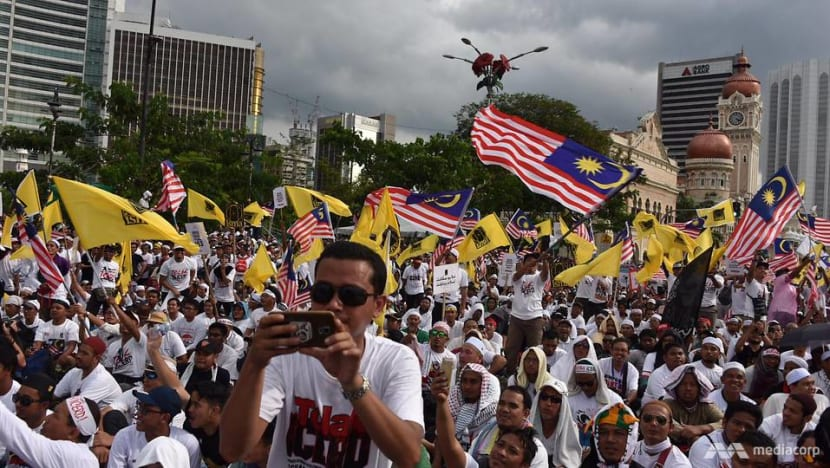 Thousands arrive in Kuala Lumpur from across Malaysia for anti-ICERD rally