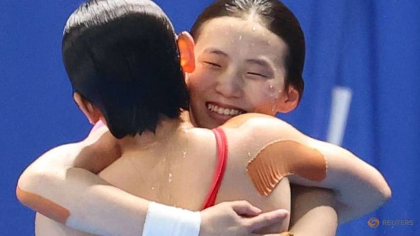 Olympics-Diving-China wins gold in women's 10 metres synchronised platform