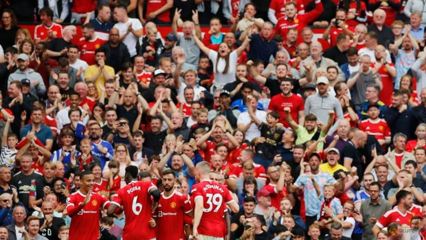 Soccer-Chelsea, Man Utd and Liverpool off to flying starts