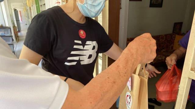 疫情期间服务社区 约500名年长义工获表扬