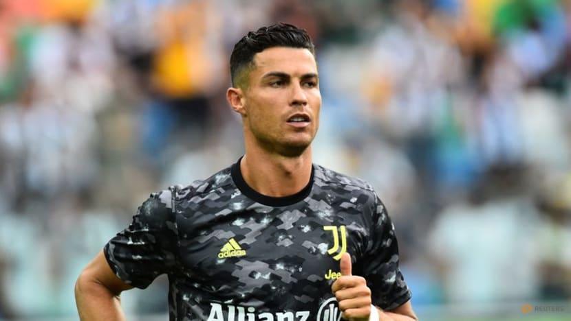 Football:Play Ronaldo as a striker, says Rooney