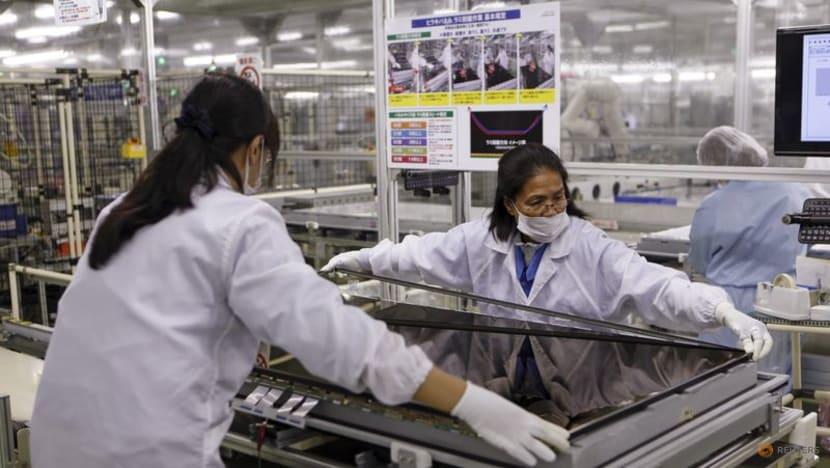 Japan's factory mood hits 3-1/2-year high - Reuters Tankan