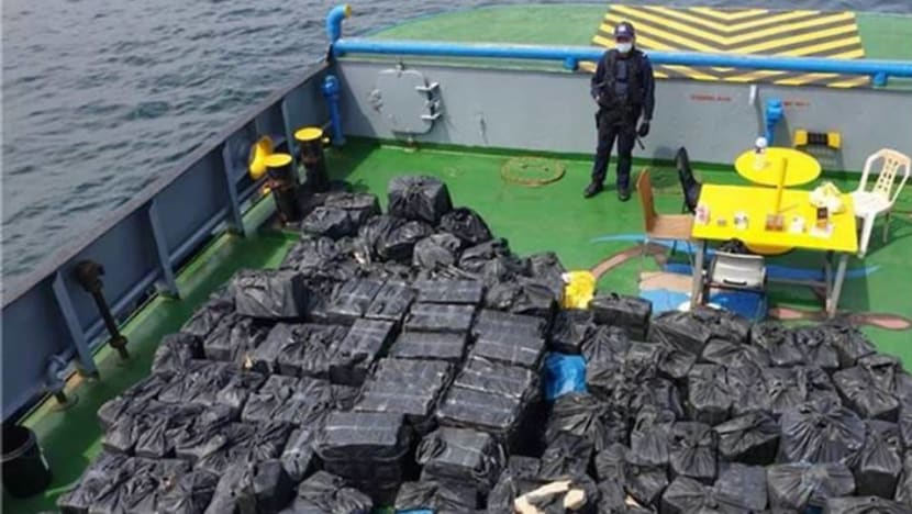 8 arrested for smuggling contraband cigarettes into Singapore on tugboat