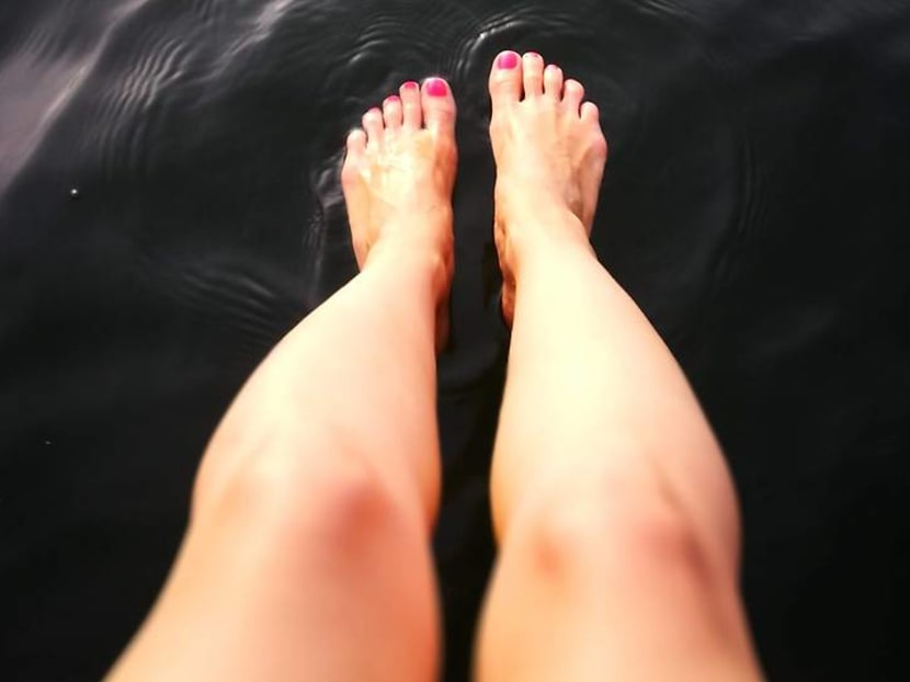 What causes water retention and how to deal with swollen ankles and fingers