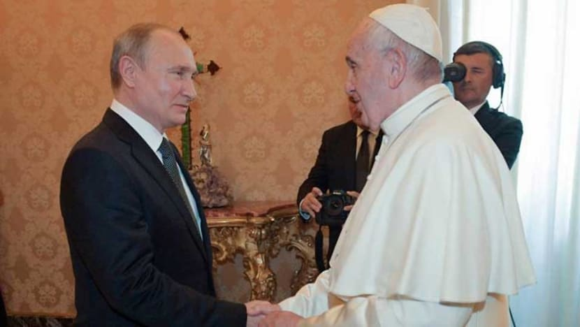 Putin meets pope, 'welcoming' populist government during Italy trip