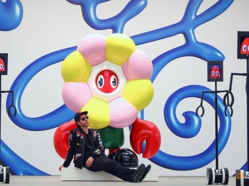 Robots get private view of major pop art show