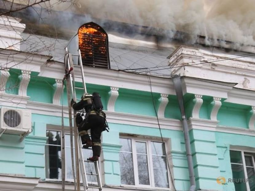 Russian doctors complete open-heart surgery as tsarist-era hospital burns