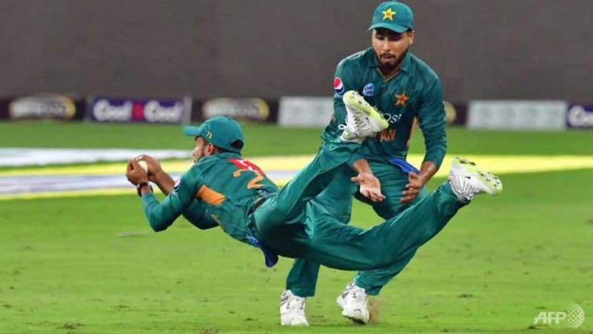Cricket: Pakistan survive Maxwell onslaught to win series