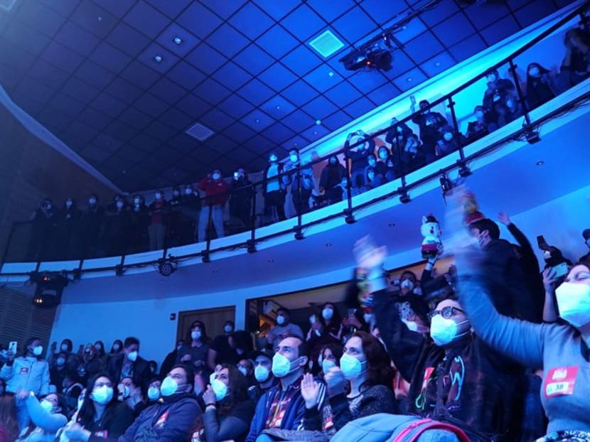 Vaccinated Chileans shout and dance for study to see if the show can go on for concerts