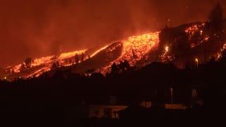 西班牙拉帕尔马岛火山爆发 居民紧急疏散