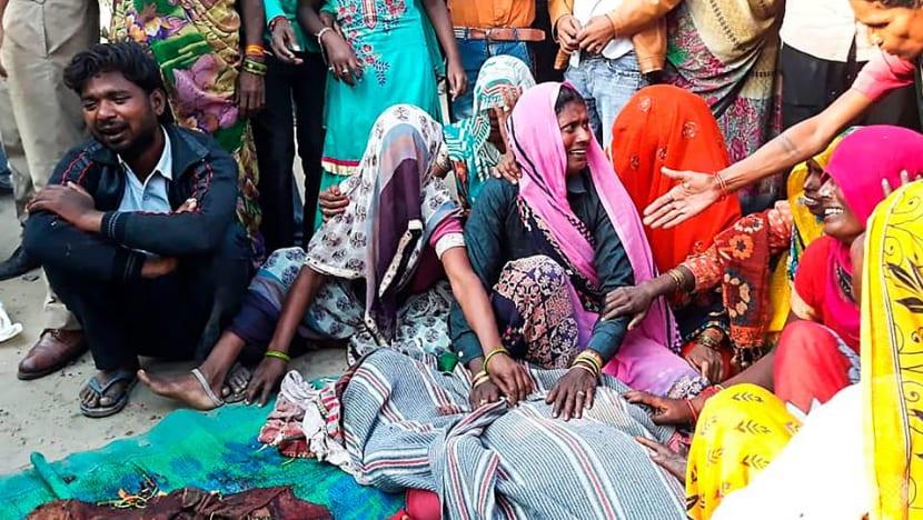 Bus mows down seven Indian pilgrims sleeping on roadside