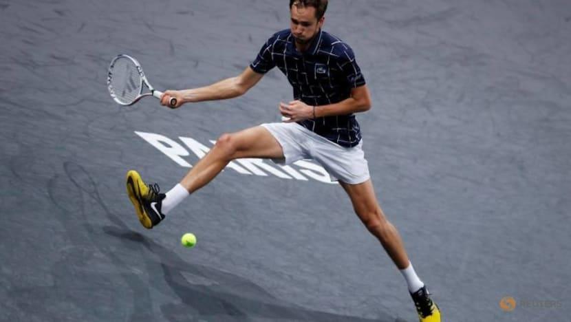Medvedev outclasses Schwartzman to reach Paris Masters semis