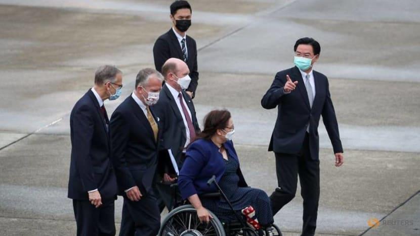 Three US senators arrive in Taiwan, to meet president