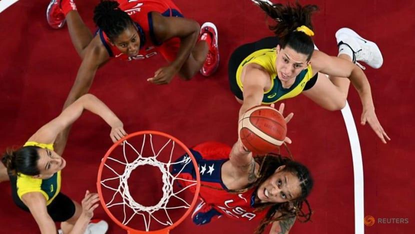 Olympics-Basketball-US women roll over Australia into semis, Serbia edge China