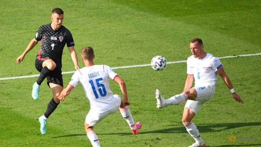 Football: Perisic gives Croatia lifeline in 1-1 draw with Czech Republic