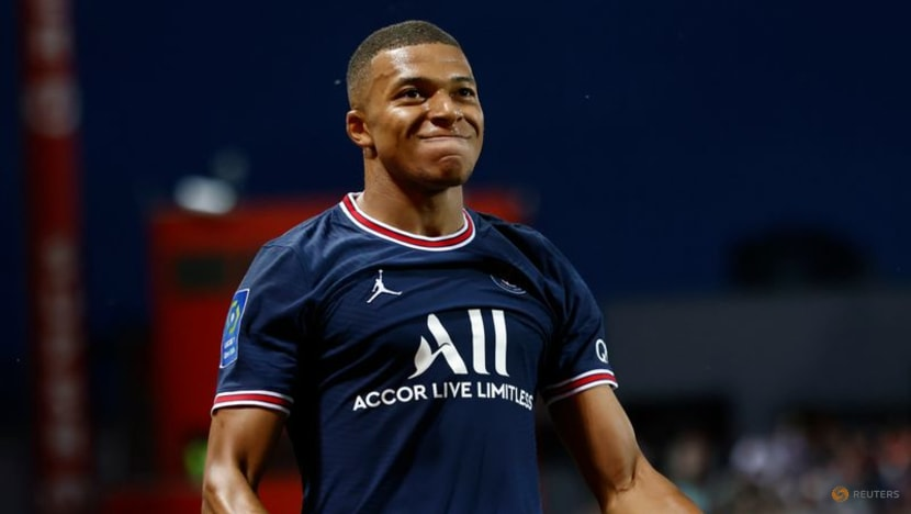 Soccer-Mbappe strikes as PSG beat Brest to go top